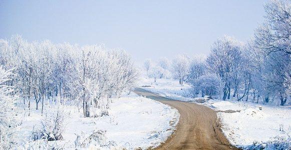 Mandat zimową porą, czyli w trakcie odśnieżania, za brak spryskiwaczy, czy zaśnieżone auto.