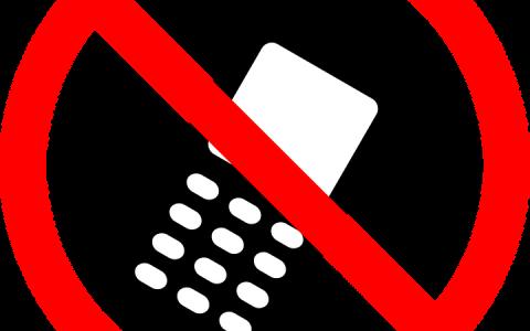 Telefon komórkowy a prowadzenie pojazdu
